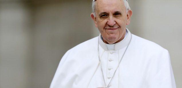 """""""Esconderse"""" detrás del papa Francisco"""